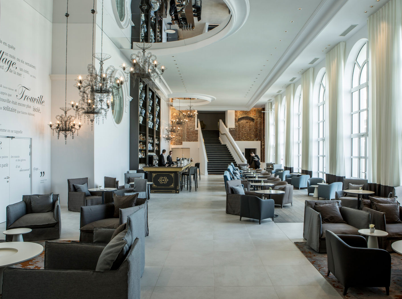 "Elegant entrée: With the furnishing of the hotel ""Les Cures Marines"" the designer Jean-Philipe Nuel puts on the elegant furniture of Ligne Roset."