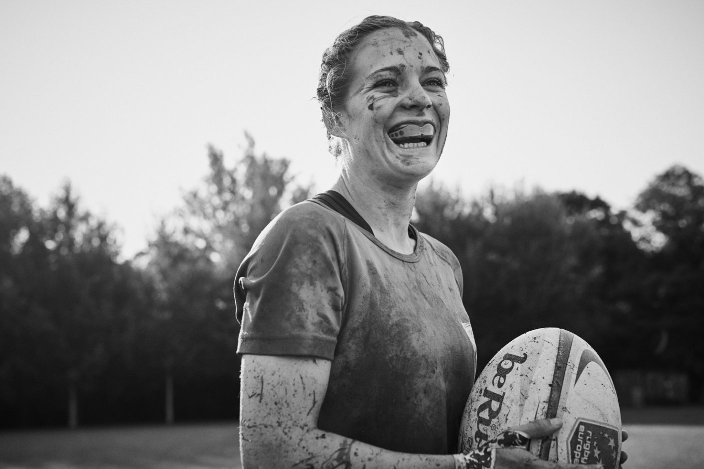 Sometimes Football and mud instead of high heels and eyeliner: The outdated role pictures of the advertising industry urgently need a refresher.