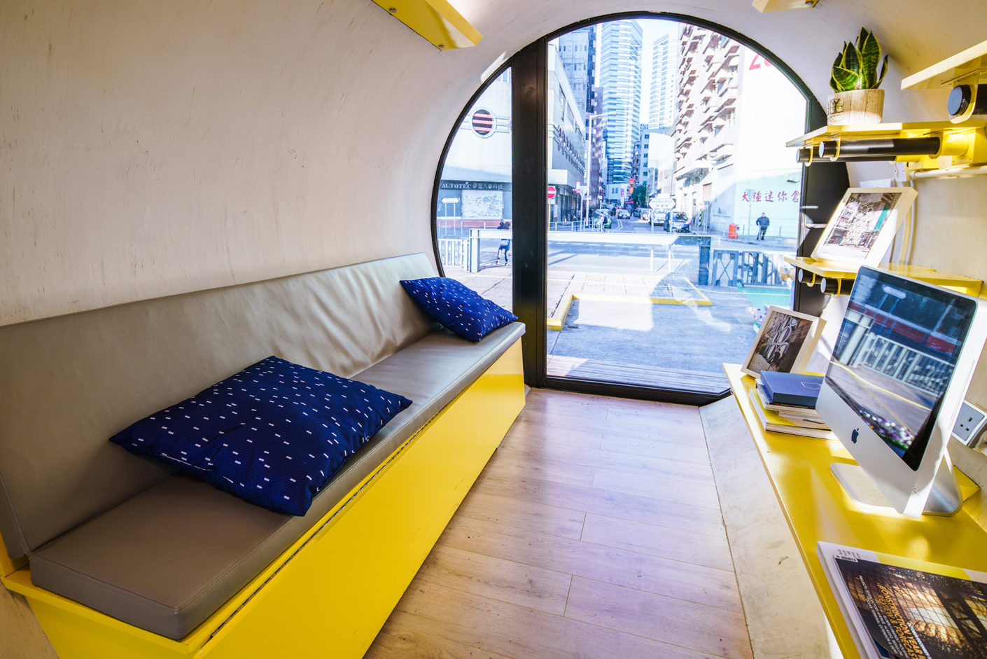OPod Tube House, Living in the tube