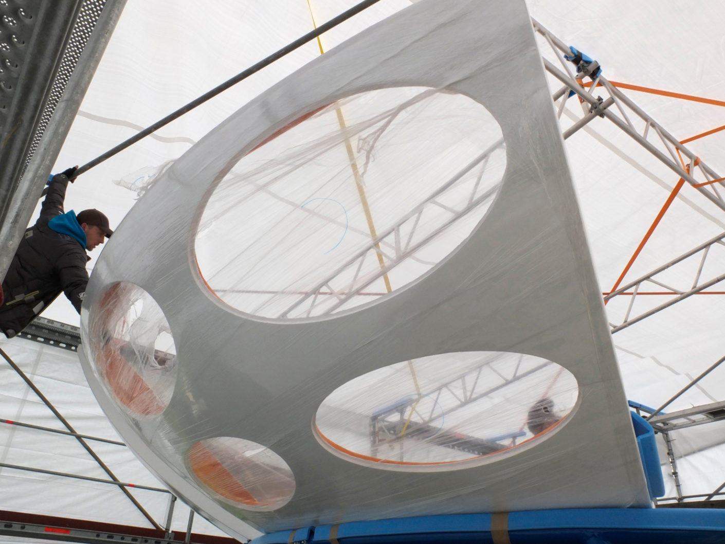 Restoration of the 16 circle segments of the plastic house.