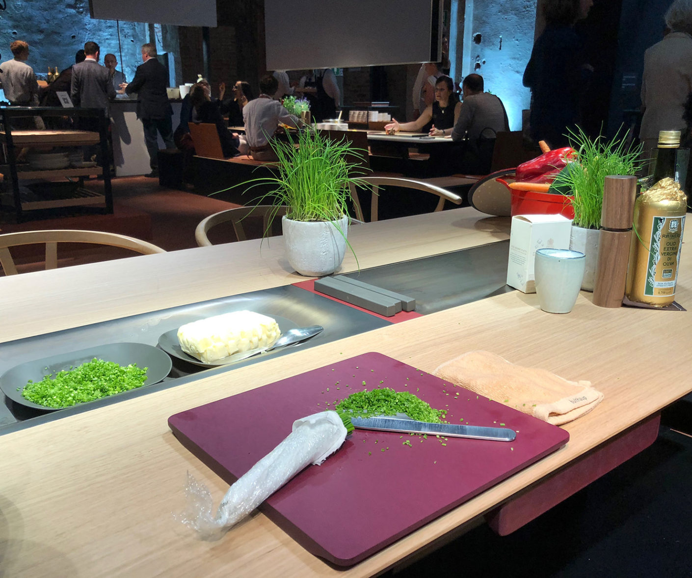 """Cooled or heated: Food preparation becomes a communicative experience at Bulthaup's multifunctional """"b.architecture"""" table."""