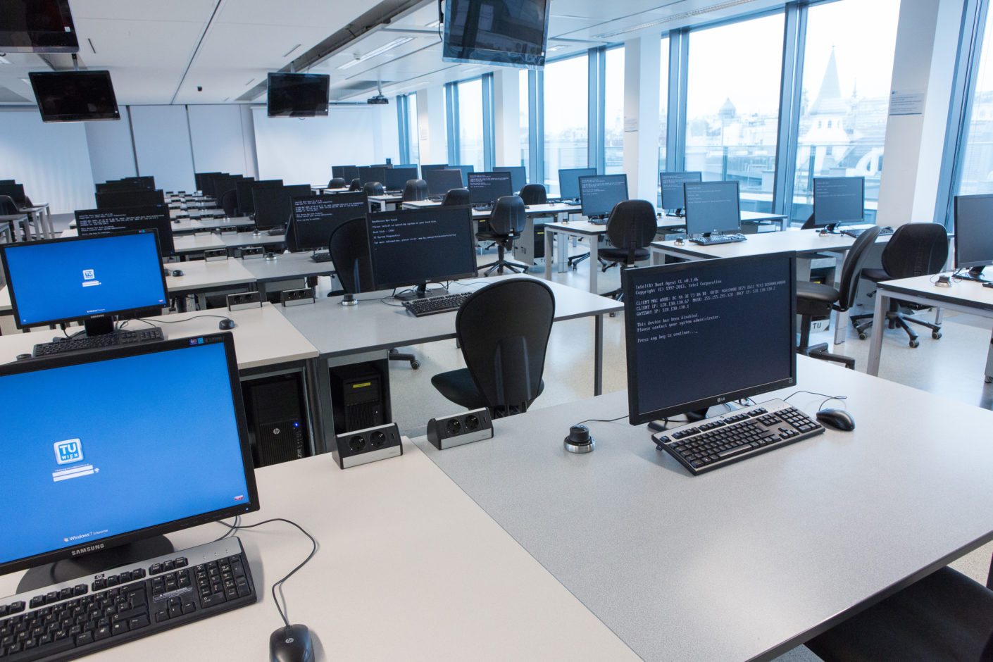 "The new IT room of the high-rise was equipped with the ""Dock"" system from EVOline."
