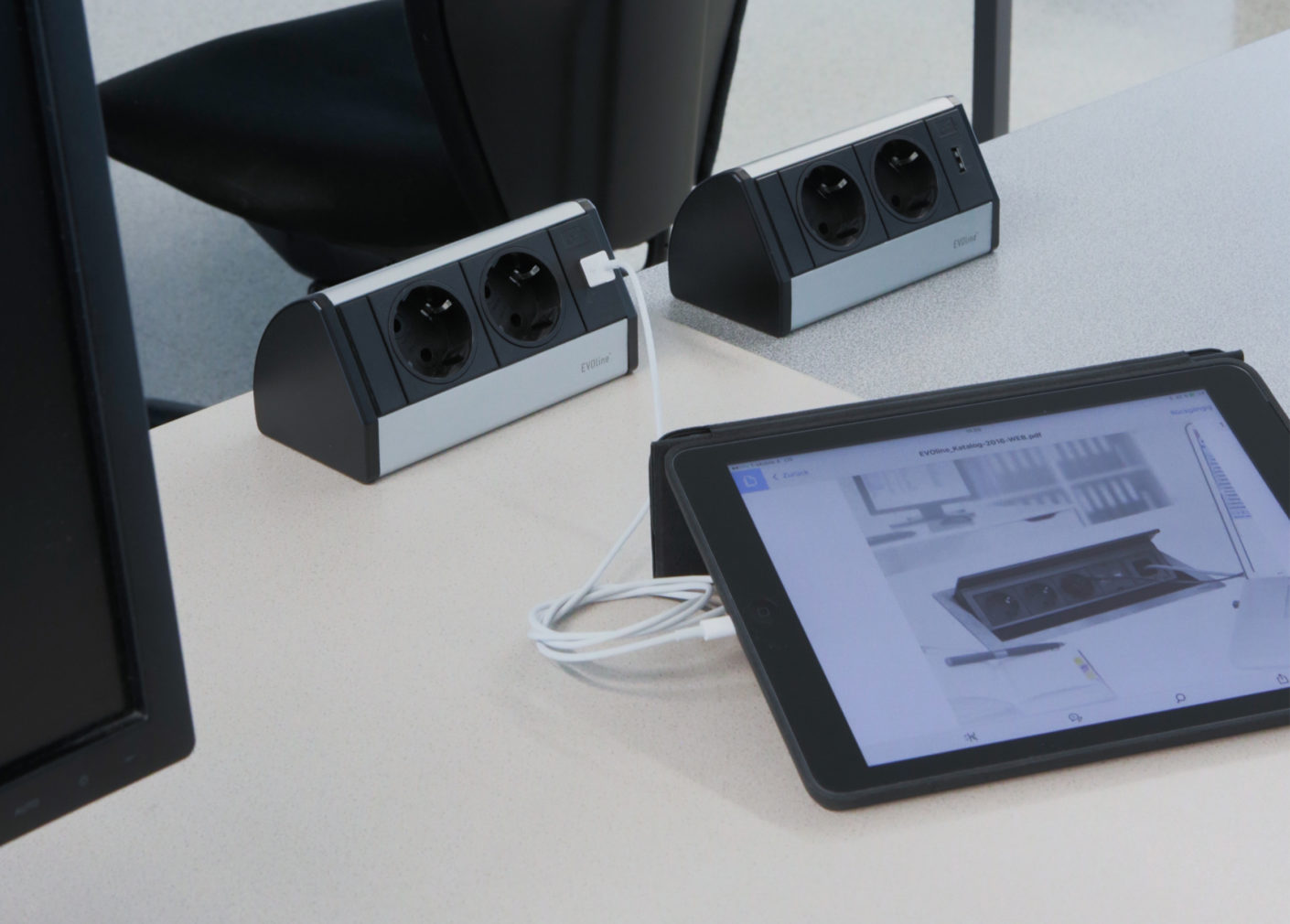 Two sockets and one USB port per workstation provide each user with sufficient power for their devices.