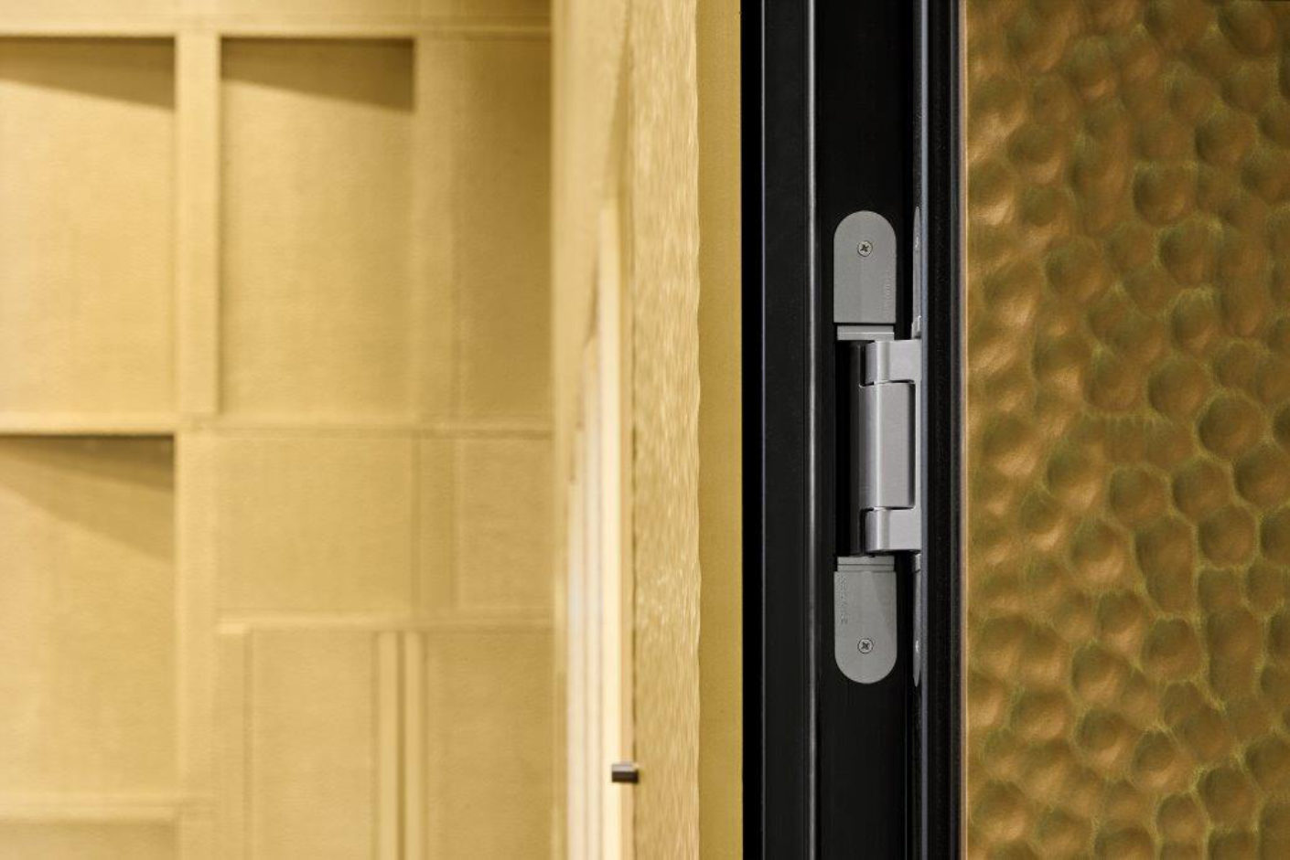 """The planners decided to use the concealed """"Tectus TE 640 3D"""" hinges for the 110 Millimeter-thick sound-proof doors."""