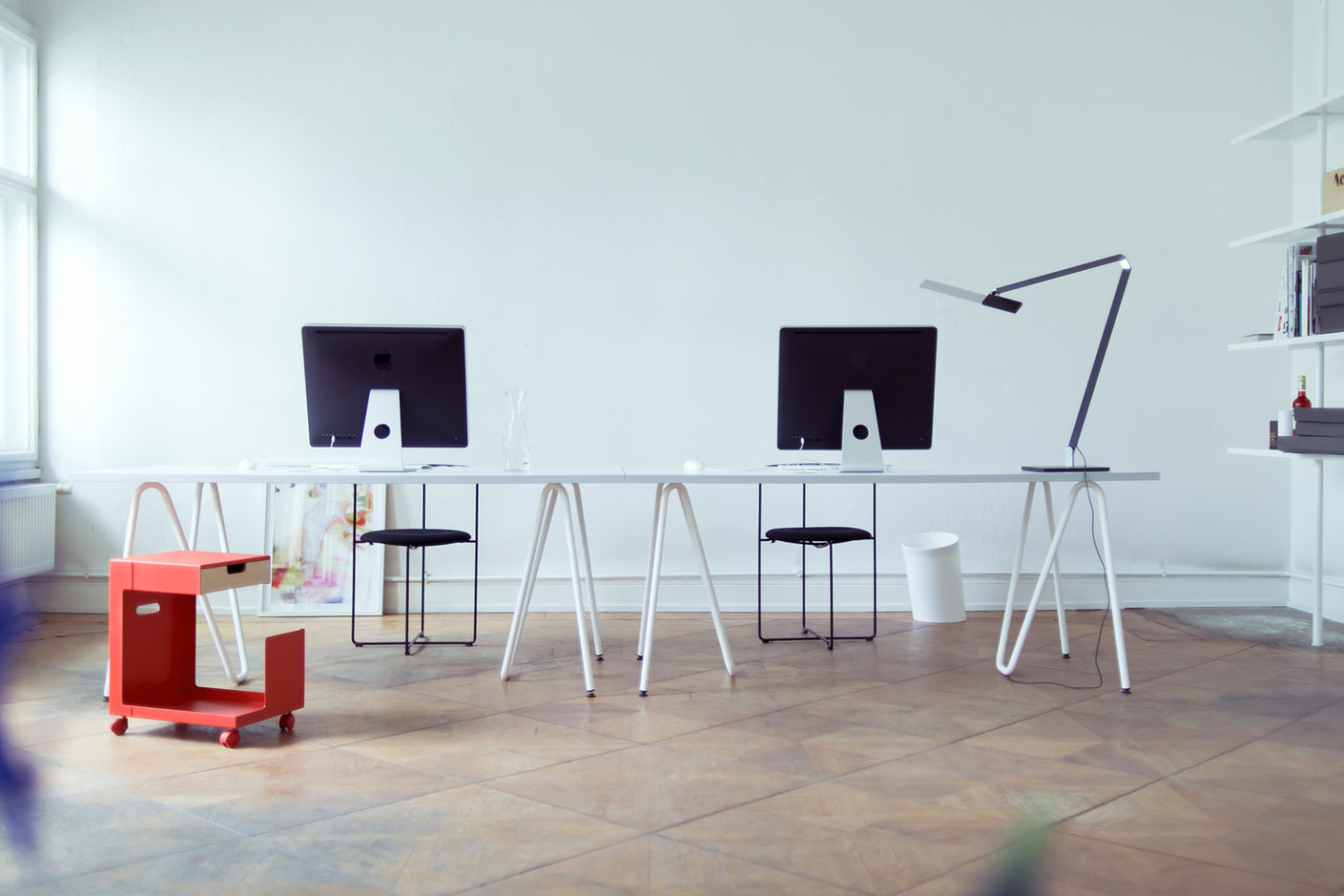 Lightweight and mobile: The office furniture by Daniel Lorch and Aidin Zimmermann from L&Z convince with an original design and is almost flexible.