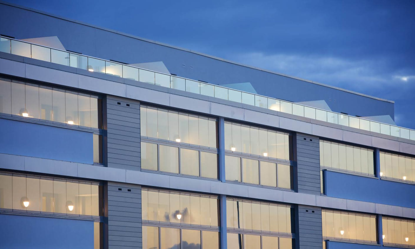 Thanks to the Solarlux balcony and terrace glazing the outside space can also be used during bad weather with no loss of daylight.