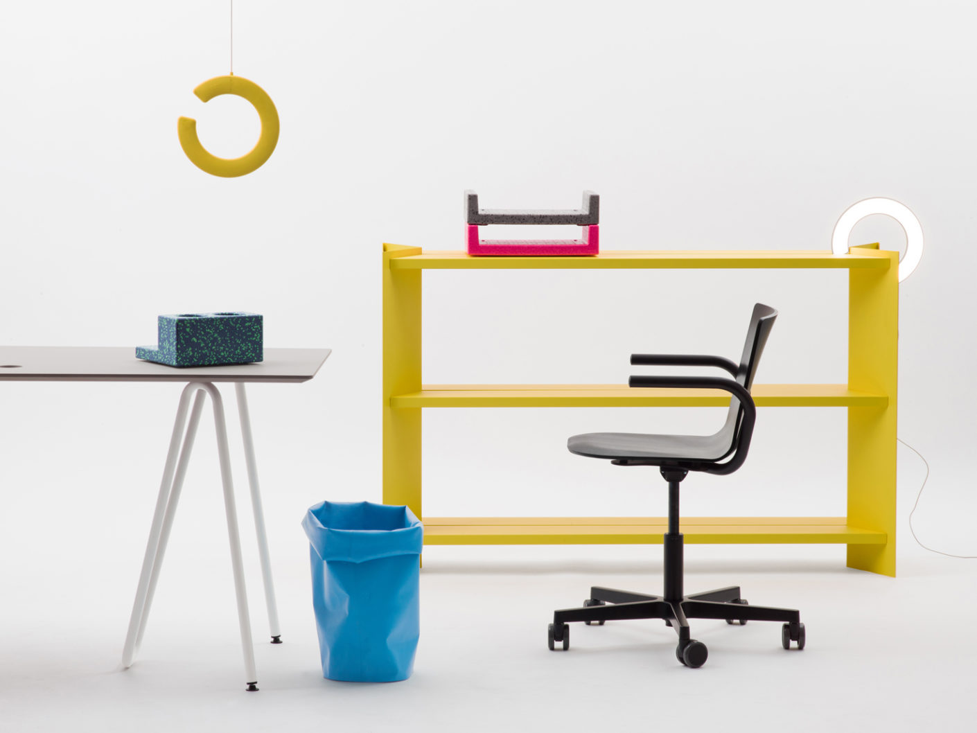 With modern office furniture and accessories L & Z wants to reinvent the workplace.