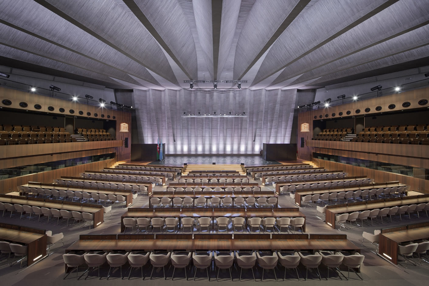 The Auditorium of the UNESCO headquarters in Paris impresses with generous dimensions.