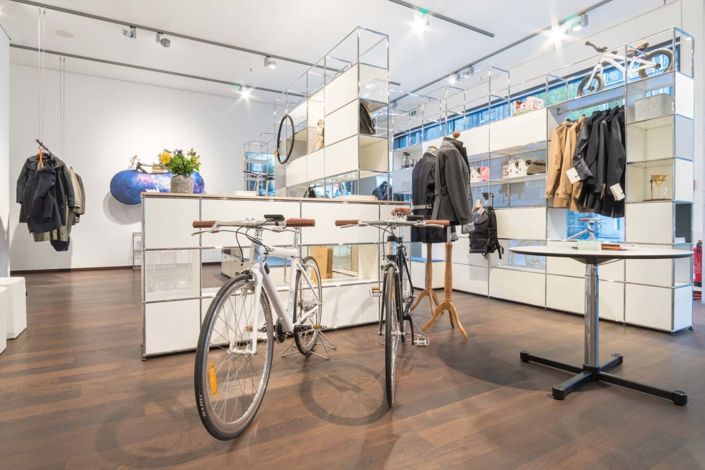 Bicycles and accessories will be on display at the AWSUM bicycle manufactory in Düsseldorf's USM showroom.