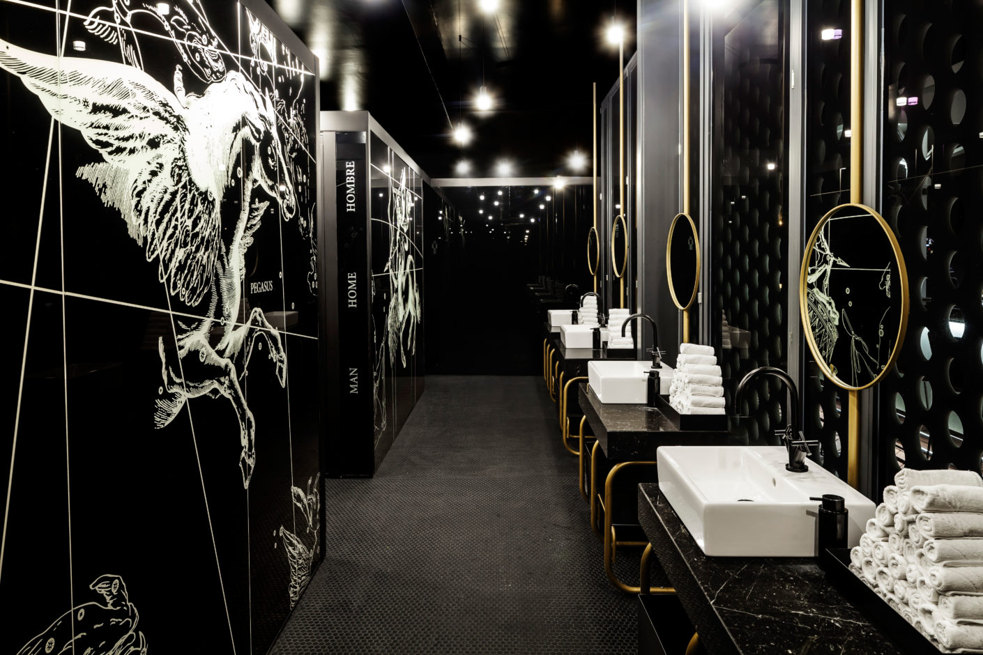 "As in the deep sea, the bathroom room is a strong contrast: elegance in black and white, flanked by mythological figures, such as the winged horse ""Pegasus""."