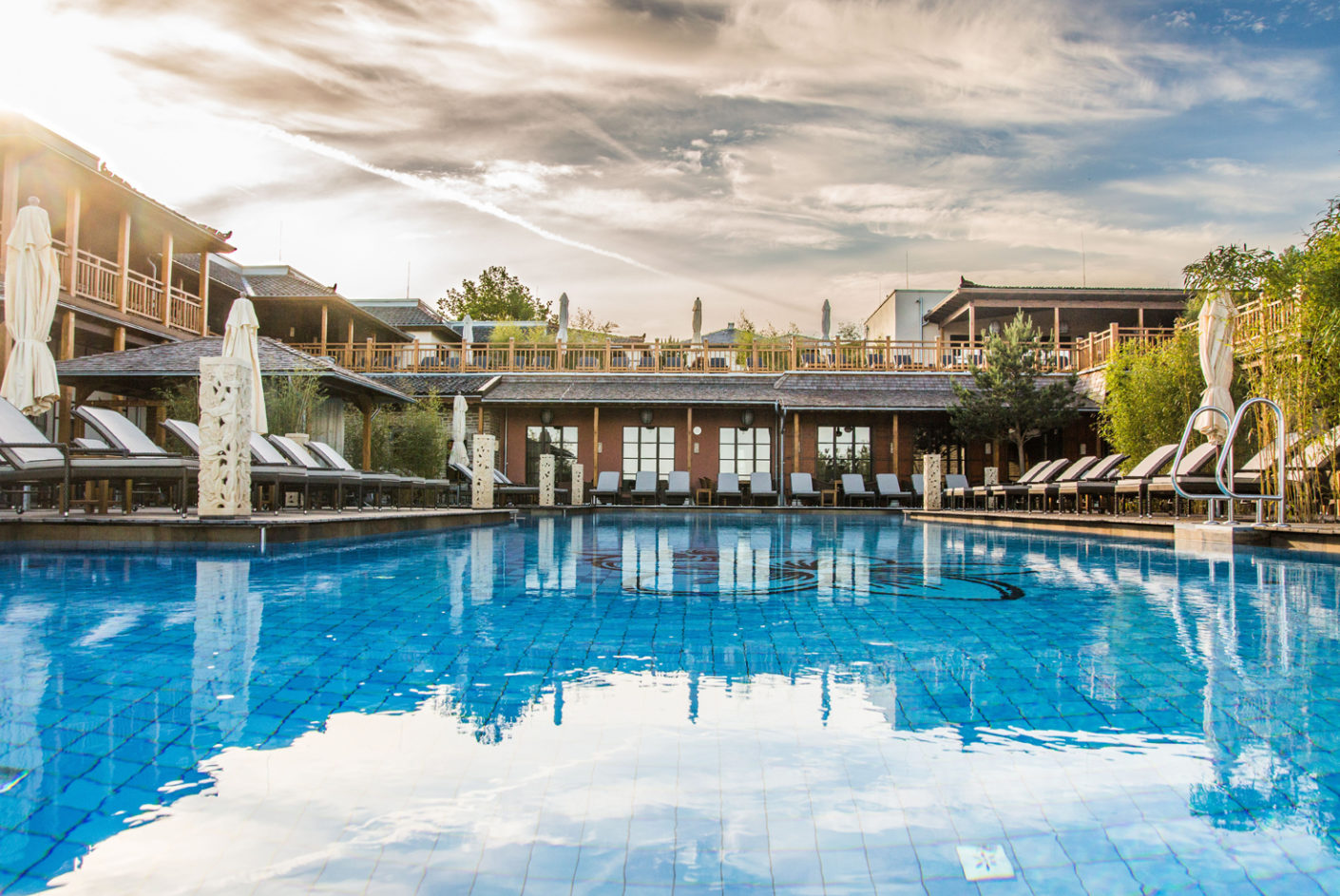 """The client Theune Spa Management has chosen tiles from Villeroy&Boch's """"Pro Architectura"""" series for the 180 square meter pool."""