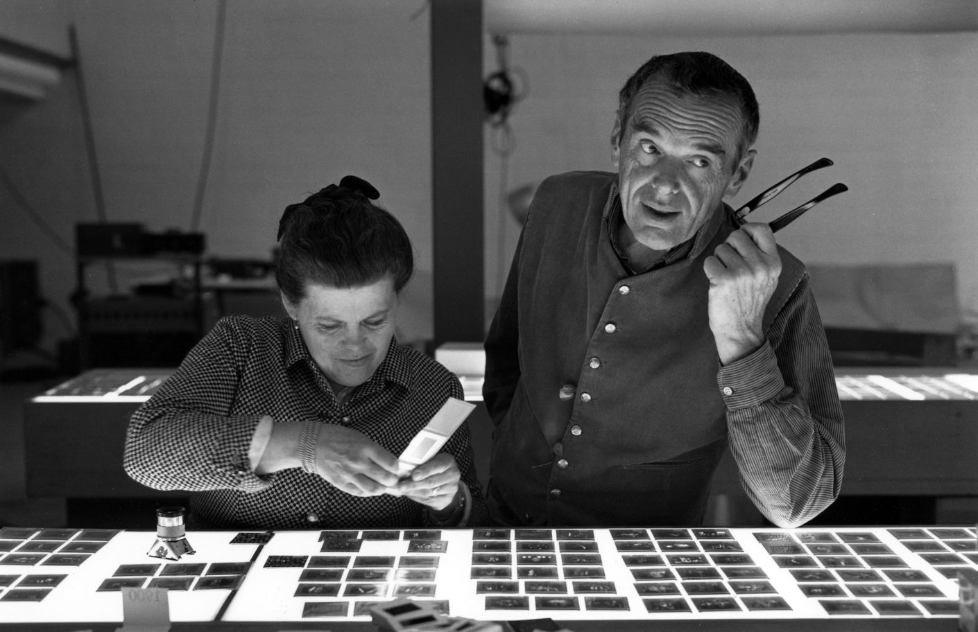 An Eames Celebration Charles And Ray Eames Selecting Slides