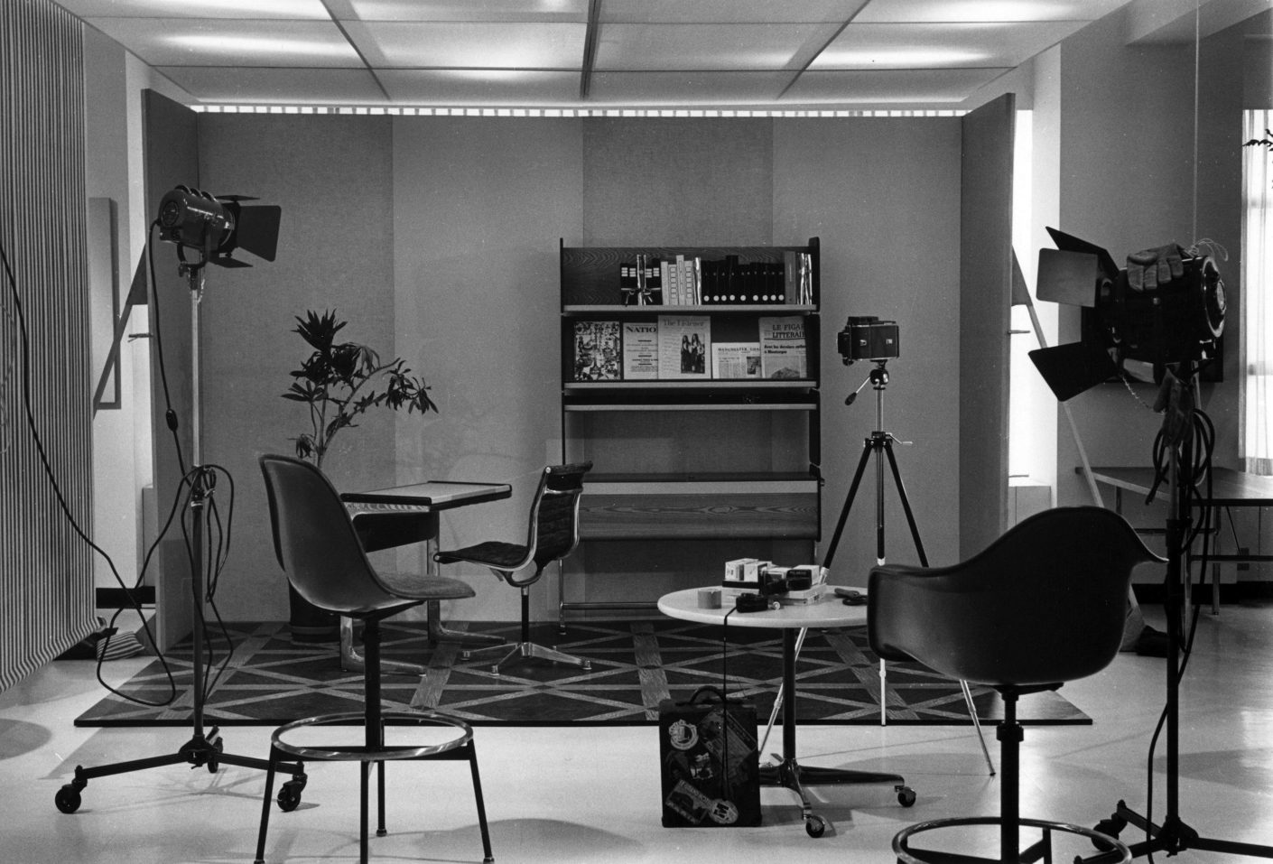 Vitra Design Museum An Eames Celebration  Set Of Photoshoot For Aluminium Group Furniture Stylepark