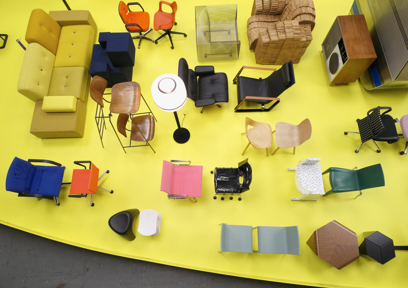Talk among furniture: Stadler sorts the Vitra range as social beings with character, attitudes and spleens.