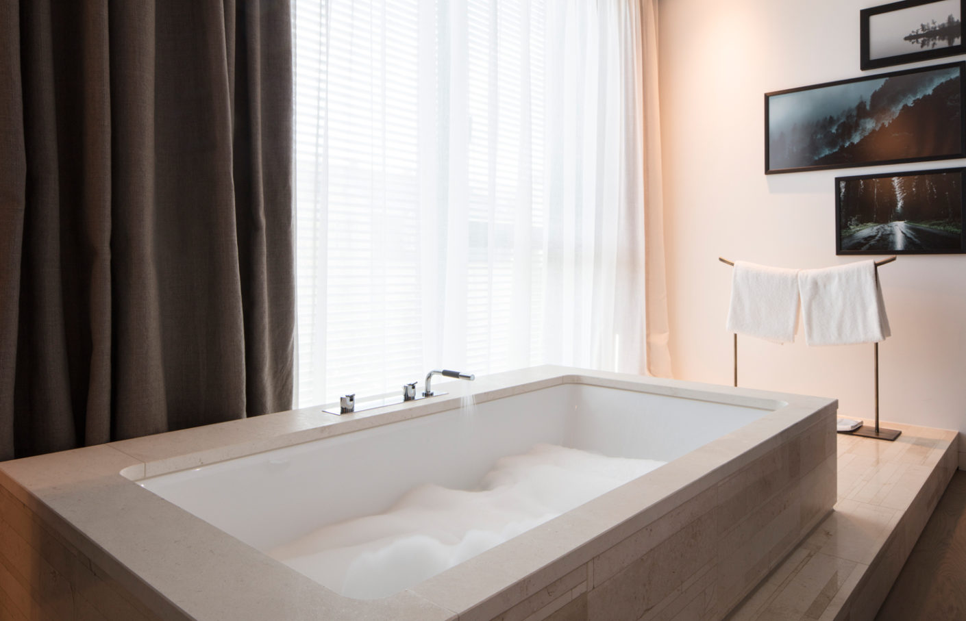 Fittings by Vola were installed in the spacious bathrooms of the Hotel Roomers in Baden-Baden.