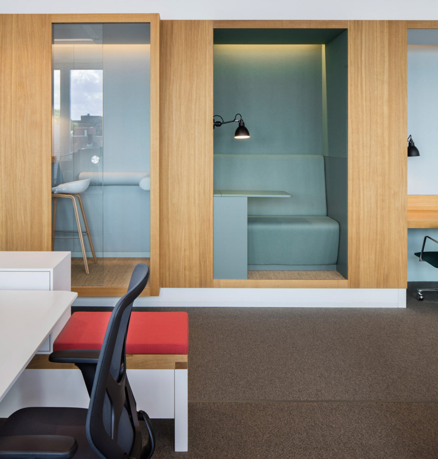 "The spacious ""communication offices"" contain some ten different workplace variants from the telephone cabin through to the group desk."