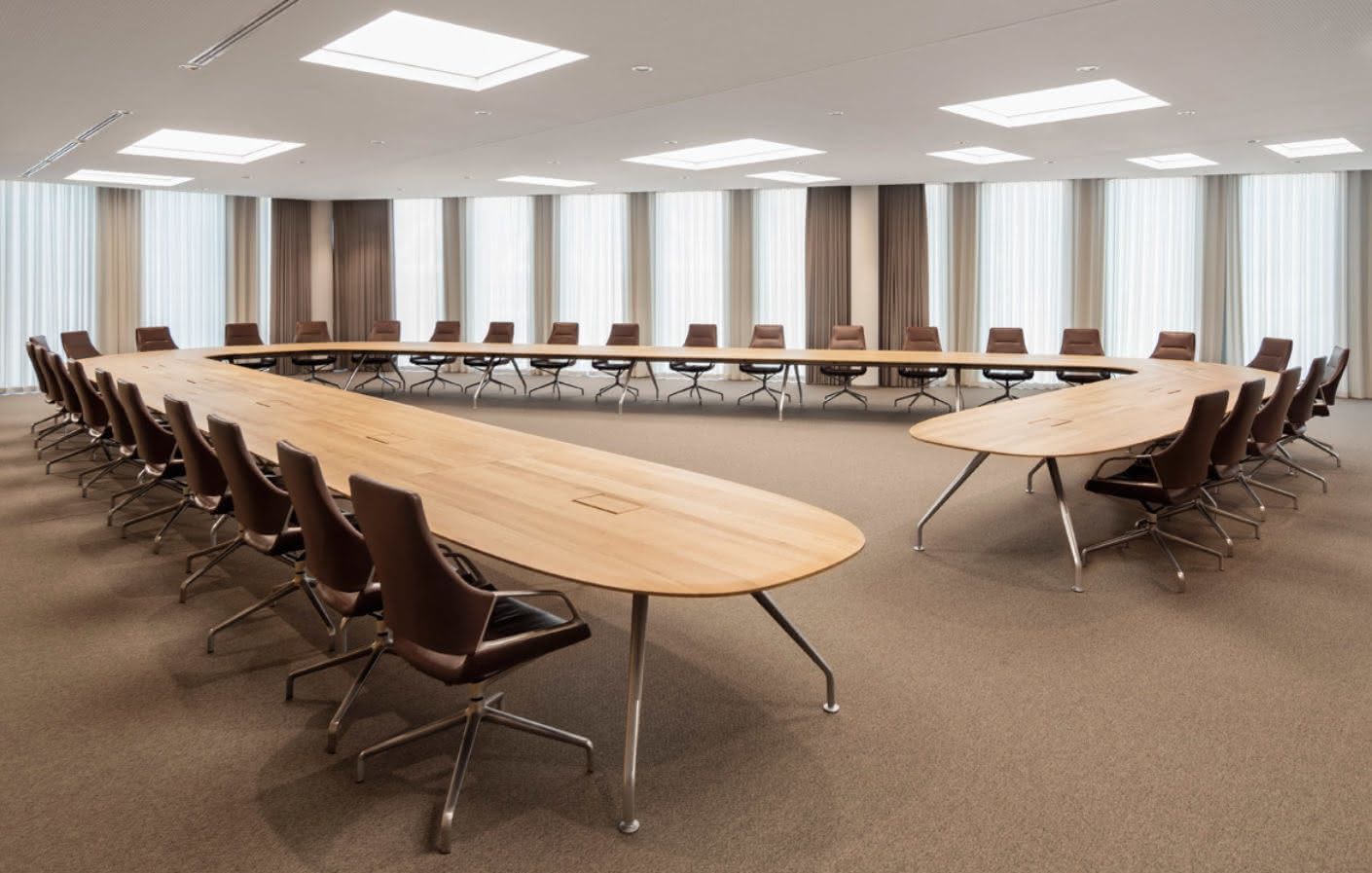 Individually designed as an open triangle, the Graph conference table provides seating for 32 people and is complemented with leather-covered conference chairs from the program.
