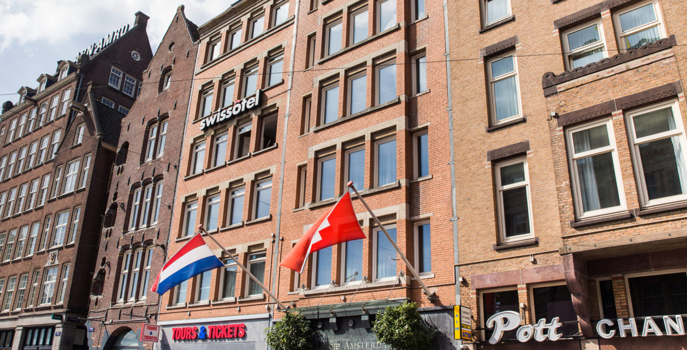 The building in neo-Roman brick architecture lies in the heart of Amsterdam old town – directly on Dam Square and in walking distance of a large selection of restaurants, stores and museums.