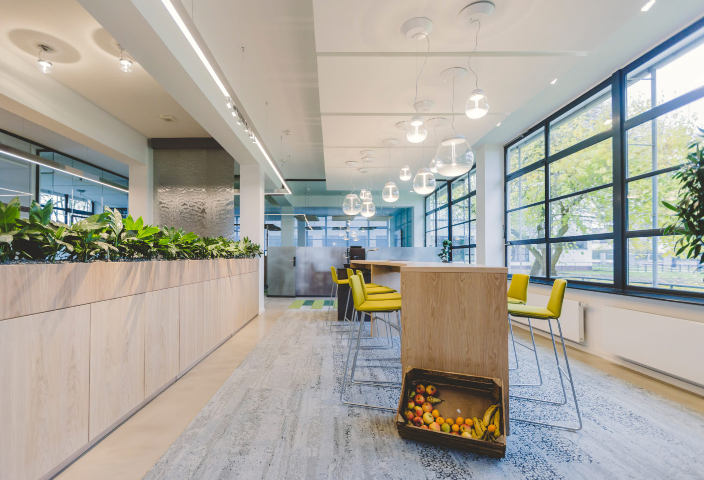 "The building's interior architecture takes its cue from the principle of ""Biophilic Design"" – this holistic concept is destined to ensure a healthy working climate in the offices"