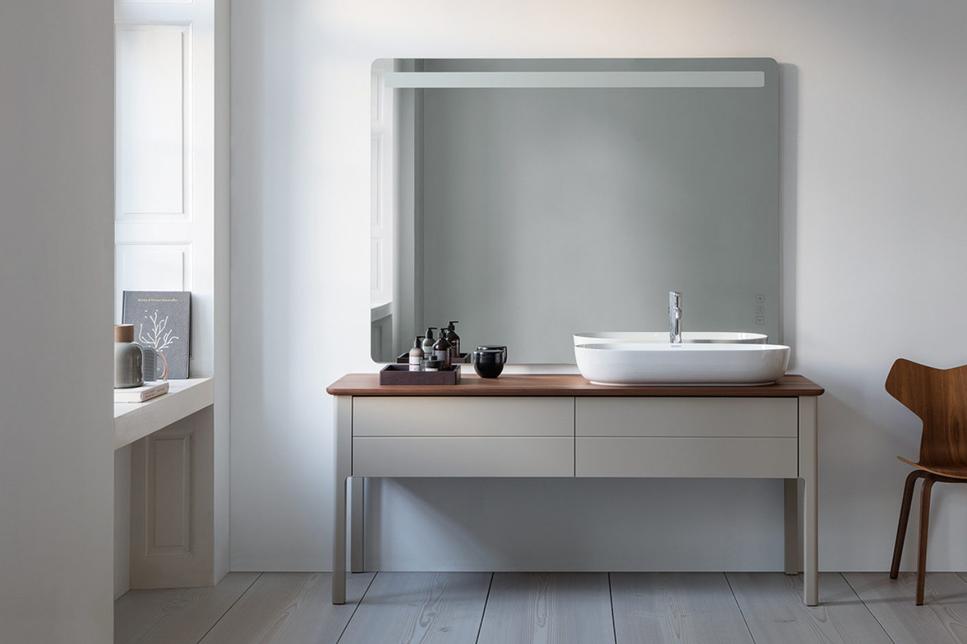 Washstand in gray and wood, modern country cottage look