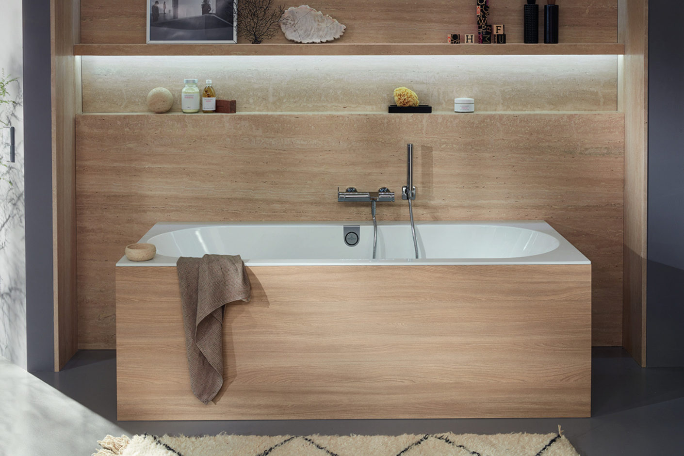 Villeroy & Boch bathtub Oberon with wooden cladding
