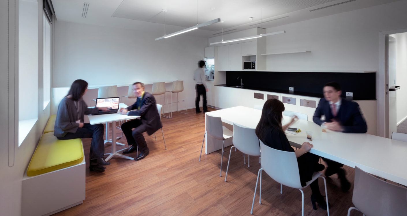 On the basis of employee interviews, the 18,000 square meters were planned as primarily free work space.