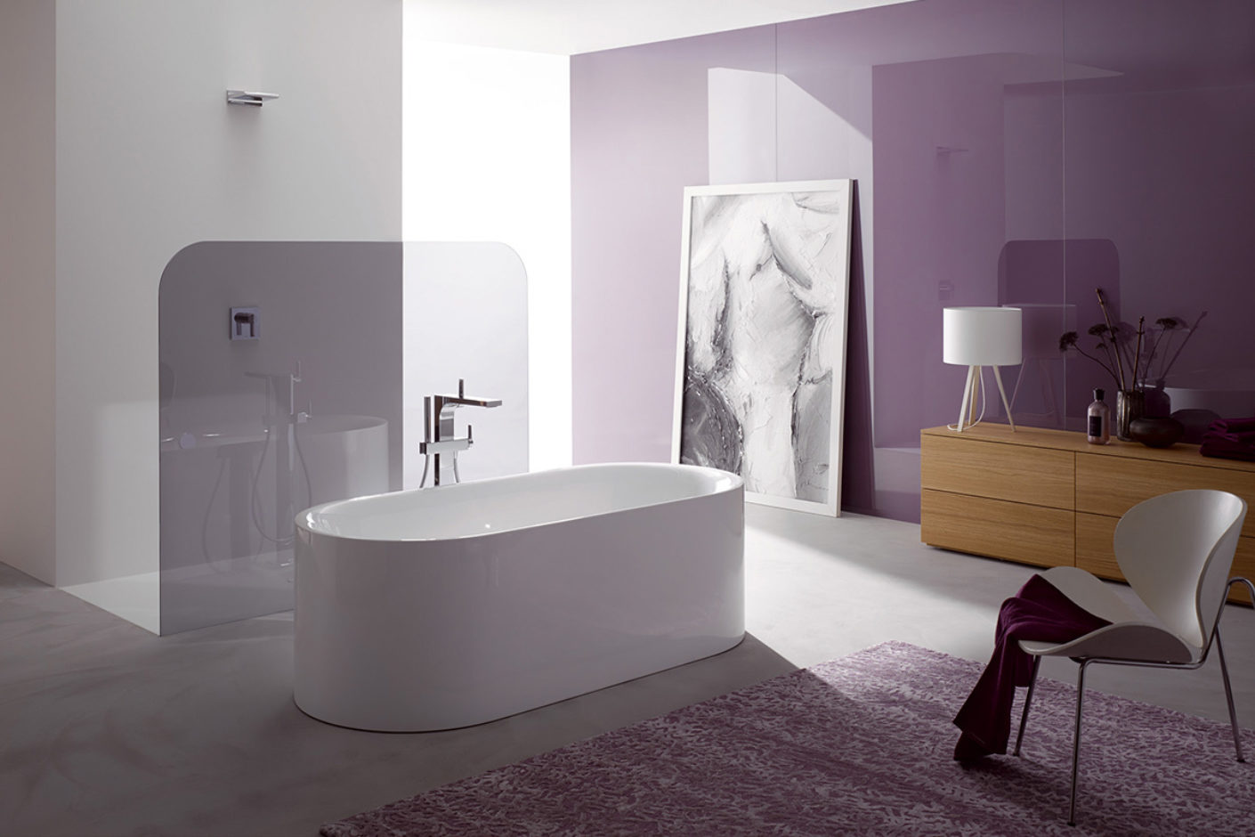 Bette Lux Oval Silhouette bathtub, lilac walls