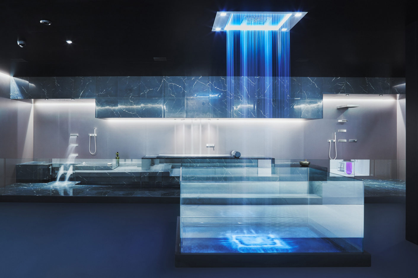 Blue Lagoon: light scenarios and shower variants should stimulate the circulation and contribute to the recovery.