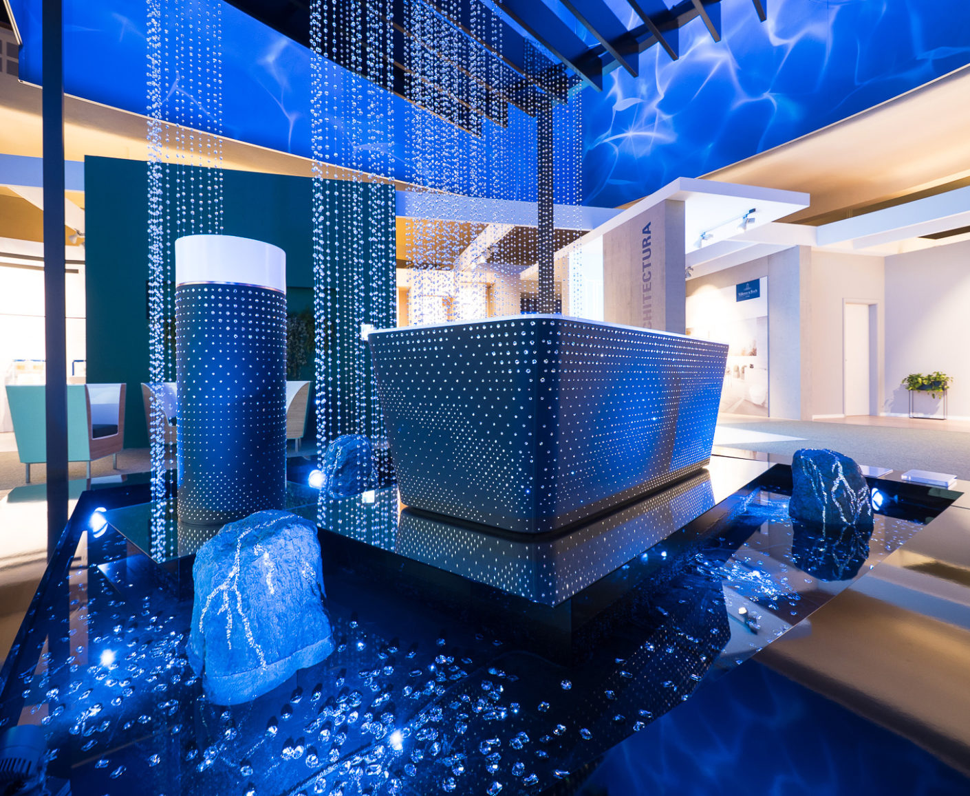 Luxury in the bathroom: The Chinese designer Steve Leung let the bathroom ceramic by Villeroy & Boch seductively sparkle with Swarovski crystals.