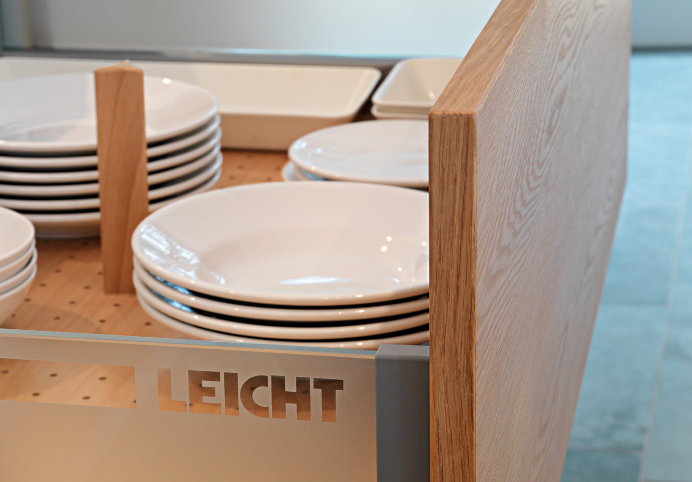 The drawers can be easily opened and closed by light pressure, handles are not necessary.