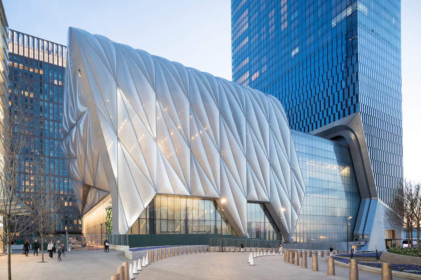 The retractable hall made of steel and EFTE panels, which is placed over the building, is unique to date.