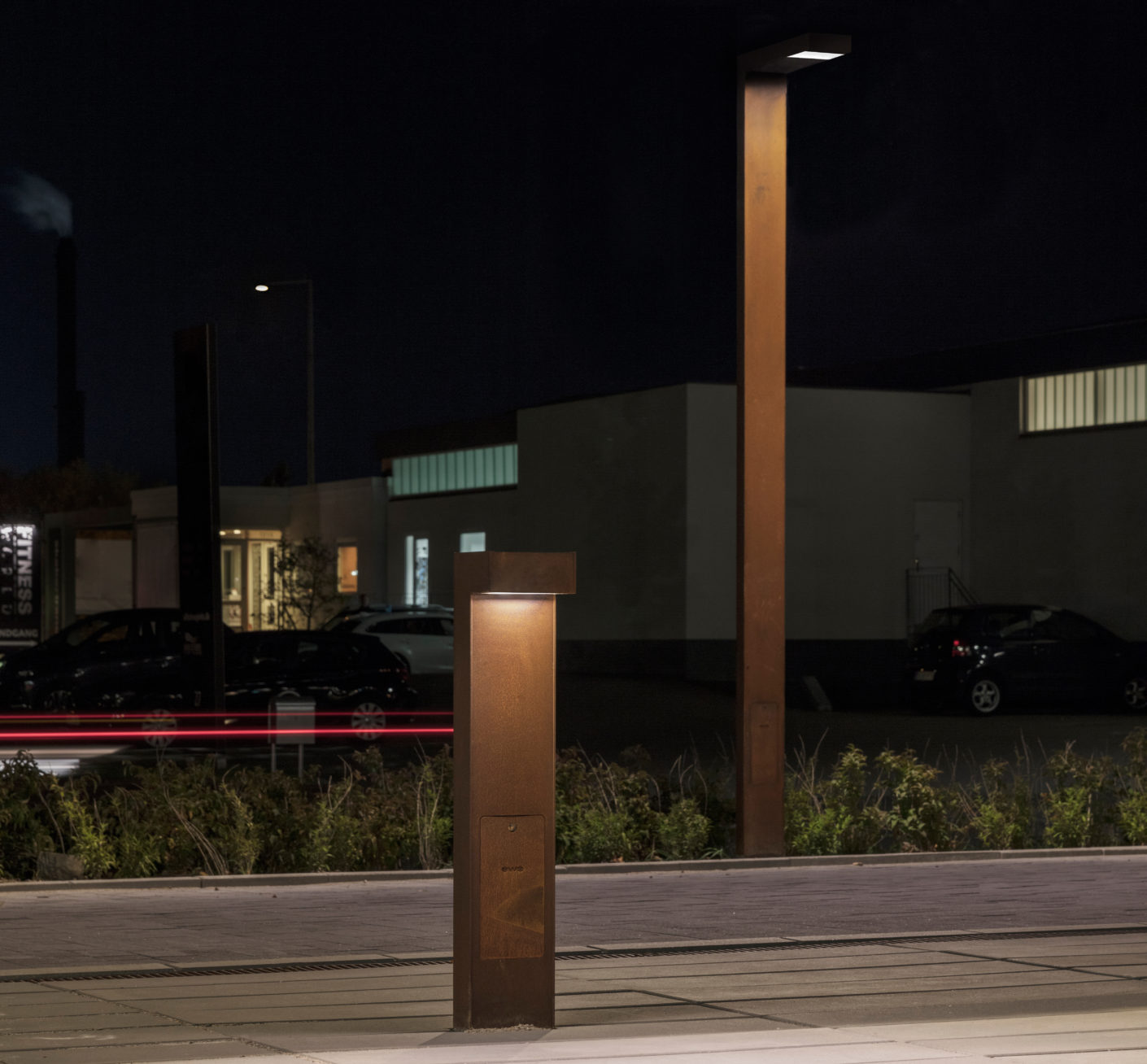 "The bollard and column lighting units from ewo's ""FA System"" illuminate pathways and parking spaces. No light points upwards, thus avoiding the phenomenon of ""light pollution""."