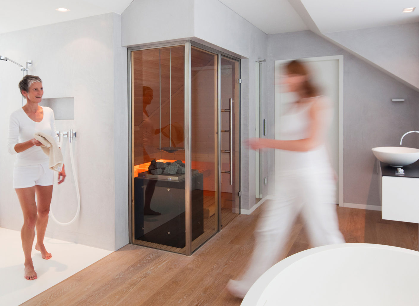 Strengthens the immune system: For a long time, the sauna was banished to the cellar, now it is integrated into the bathroom.