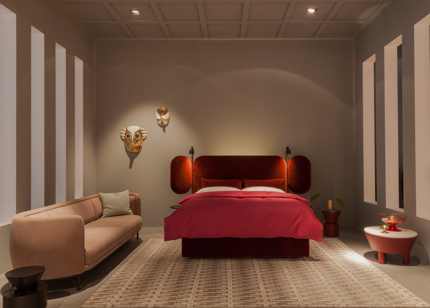 "Rich Bordeaux-red velvet: the bed from the collection ""Wittmann Hayon Workshop."""