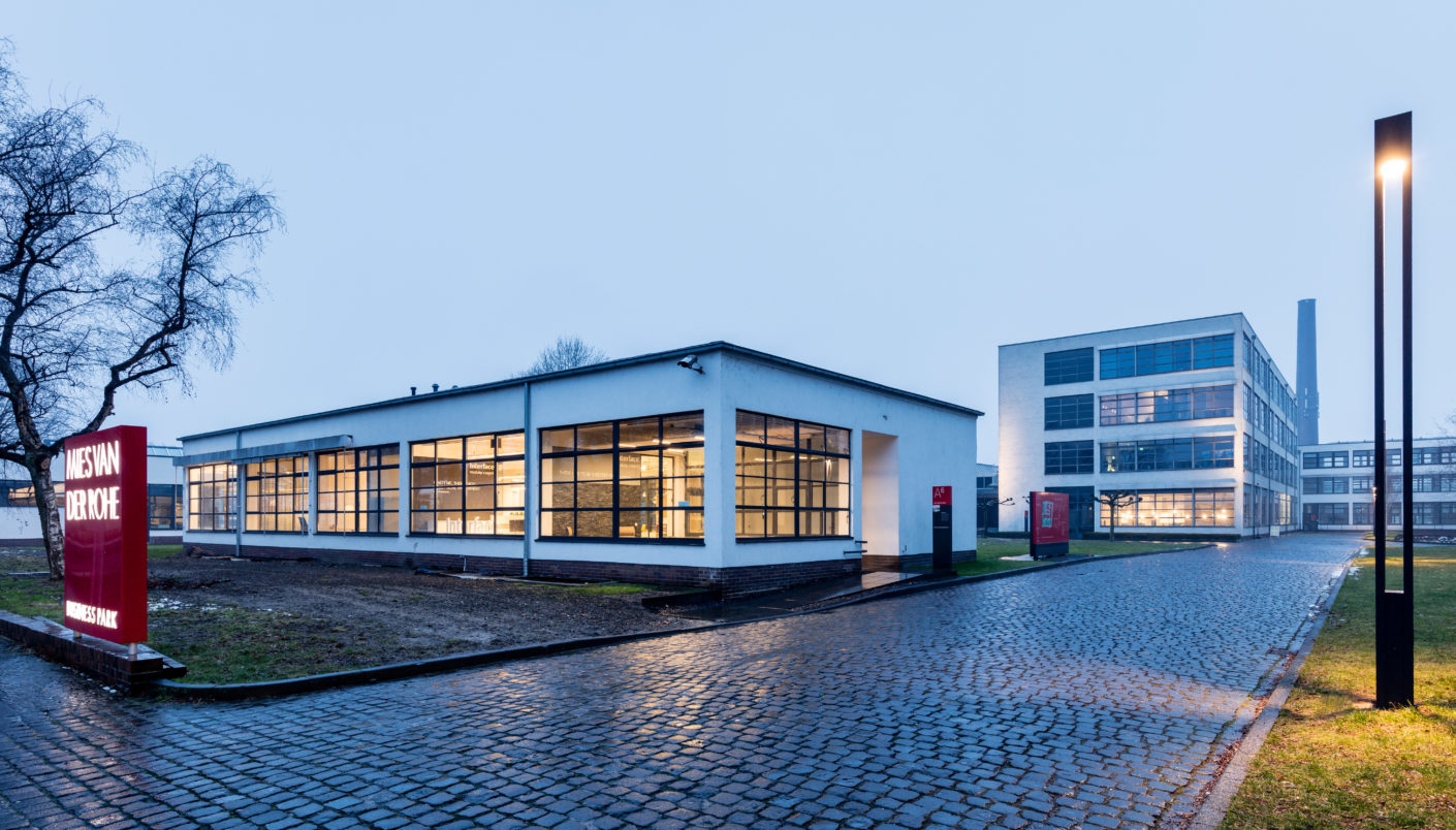 The one-storey flat-roofed building at the Mies van der Rohe Business Park was built under the supervision of the Bauhaus pupil and architect Erich Holthoff.