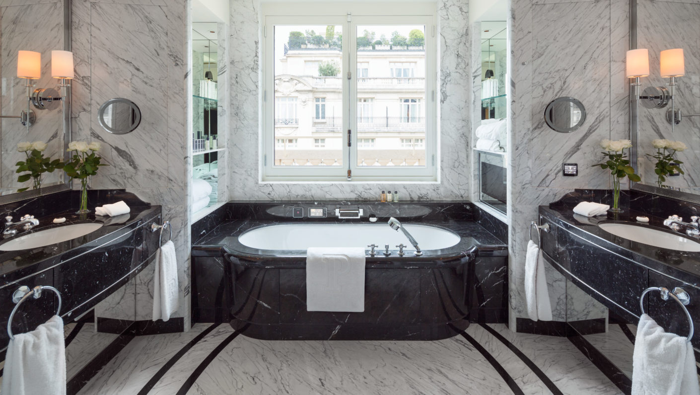 The high-end fit-out of the 5-star hotel includes exclusive bathrooms.