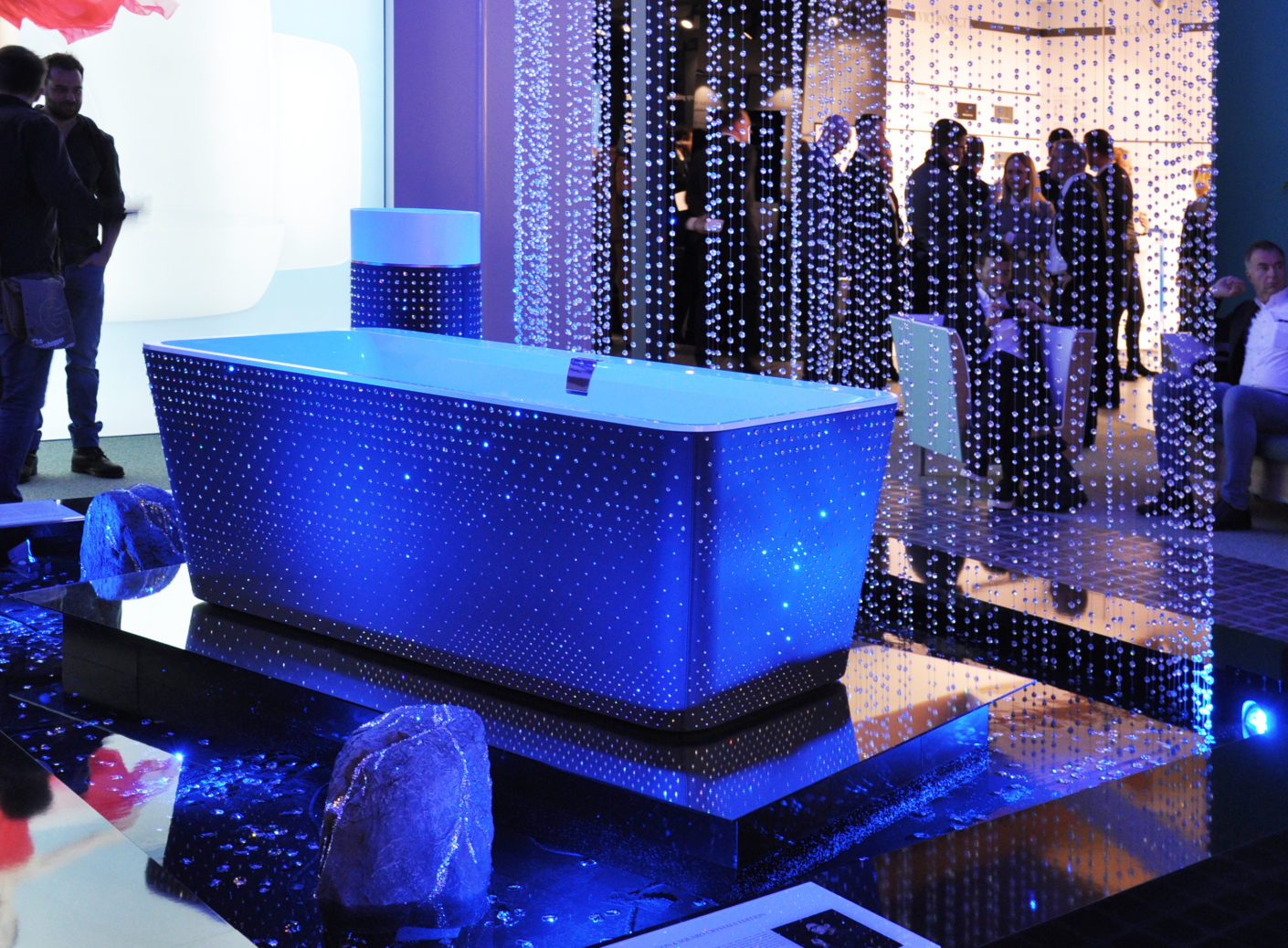 Big appearance: Villeroy&Boch, in collaboration with Swarovski, has presented a sparkling bath of Chinese designer Steve Leung.
