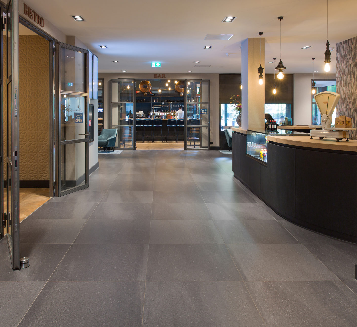 "Anti-slip and robust: The ""Solids"" tiles by Mosa stand the heavy strain of the floor in the hotel."