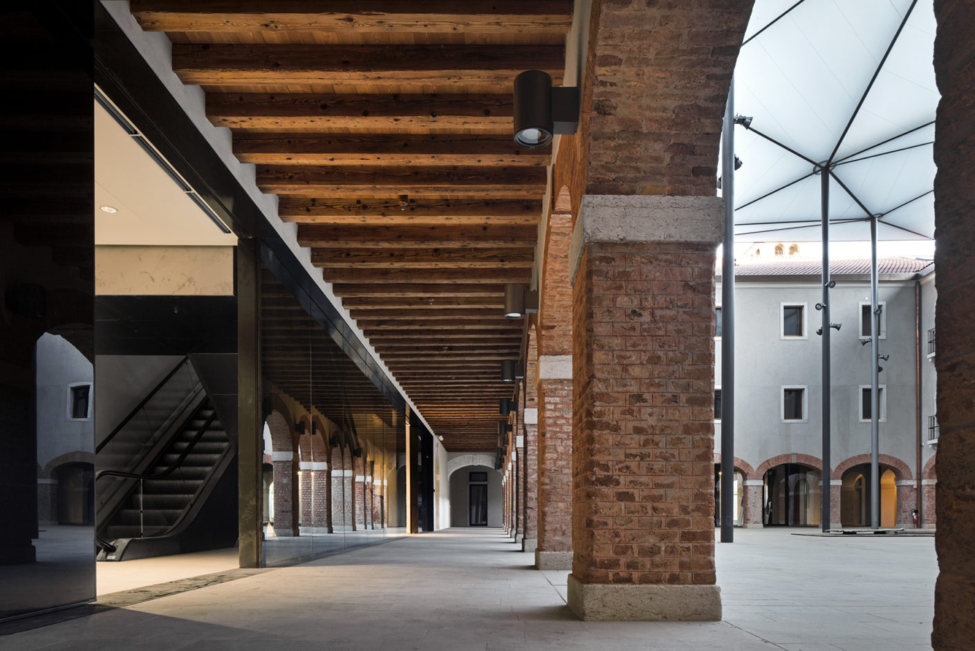 The architects covered the courtyard of the convent with a two-layer membrane roof.