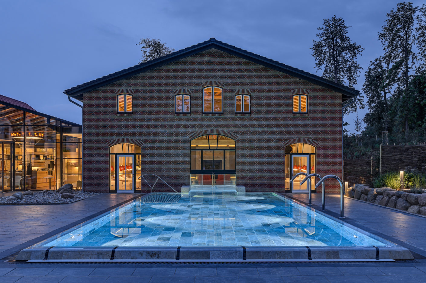The thermal spring of the manor in the historic coach house also has an outdoor pool.