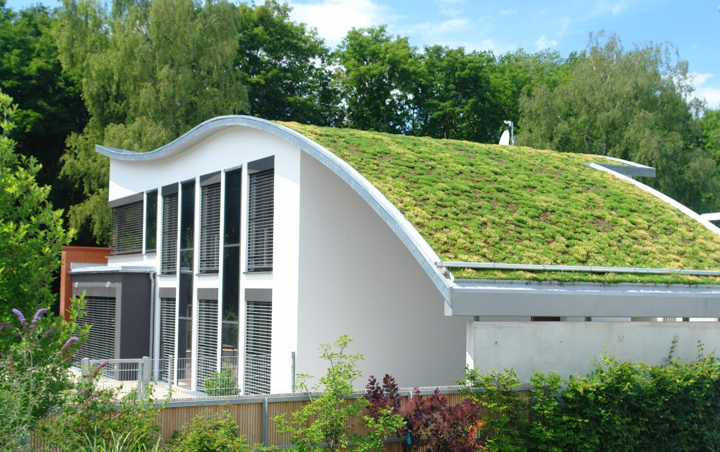 For the eco-friendly energy-plus house built to the passivhaus standard – it relies on solar power and rain water – the pellet stove is an ideal complement.