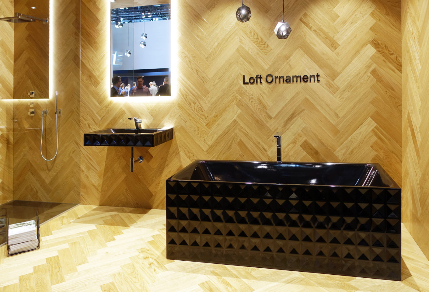 "In black or white: the new line ""Bette Loft Ornament"" sets a strong accent in the bathroom thanks to conical surfaces."