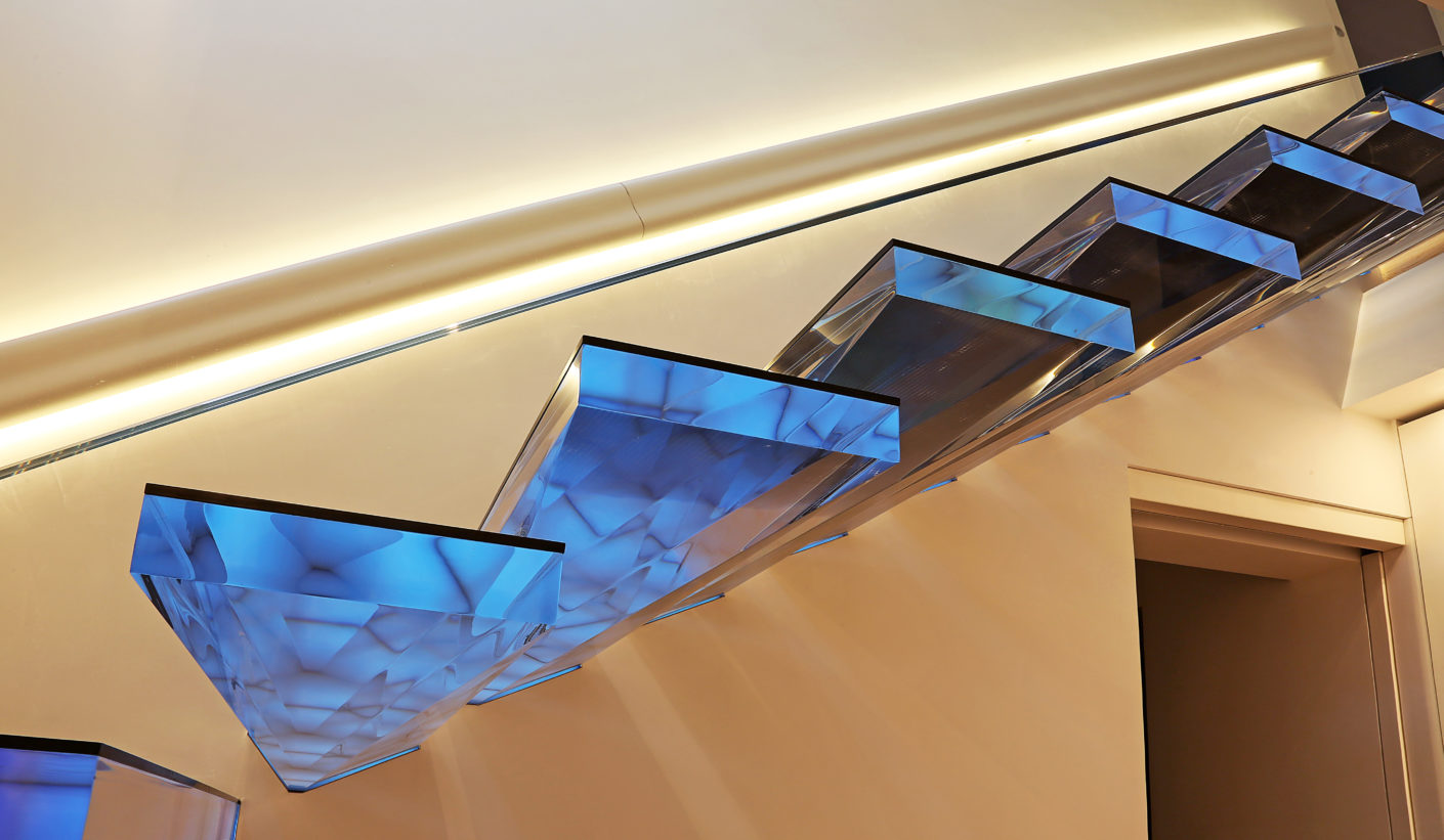 To ensure the sensitive surface remains scratchproof, each section is covered with 3mm-thick glass, set in a bronze strip by way of a frame.