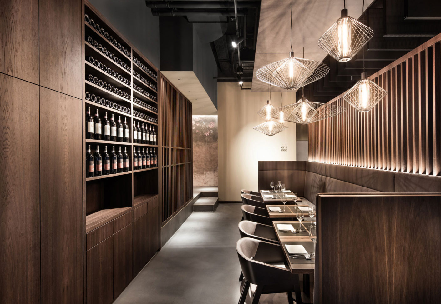 The soundproofed seating areas near the wine cellar offer a further possibility to retreat.