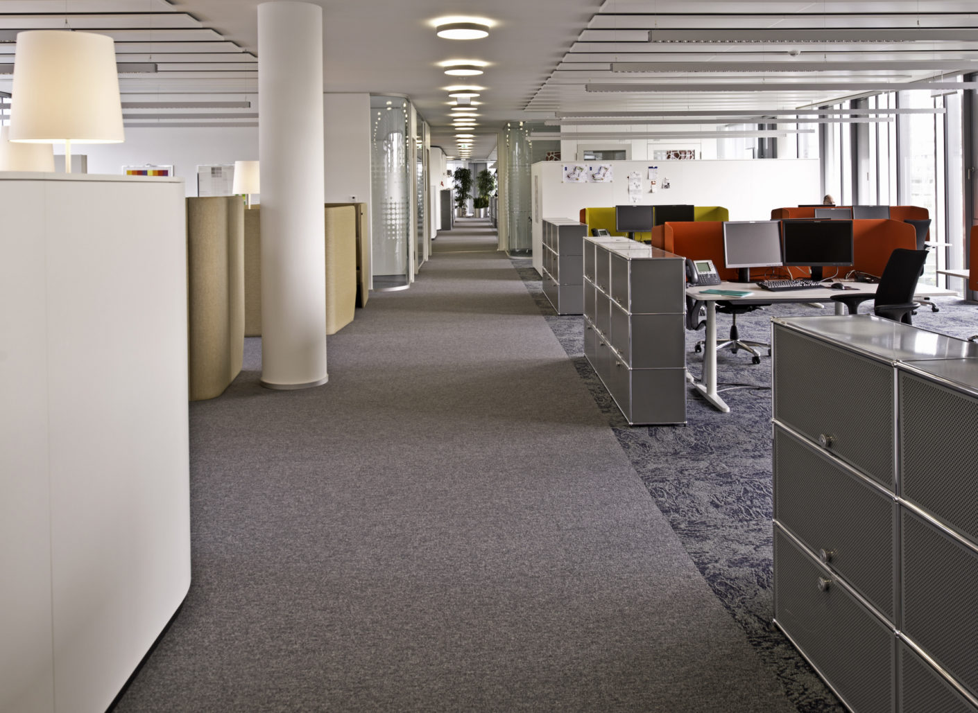 The floor system Nortec with carpeting was awarded Cradle to Cradle certification in Silver for its ecologically beneficial properties.