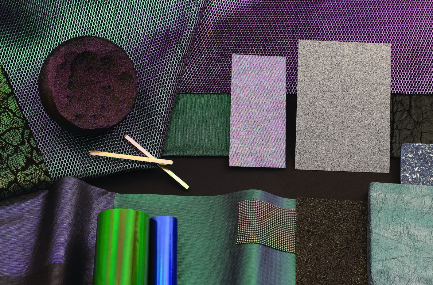 Mineral color tones and coarse surfaces conjure up a cosmic atmosphere in rooms.