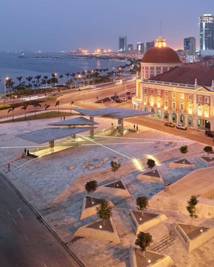 """The control system also marks the public square, which encloses the underground """"Museum of Moeda""""."""