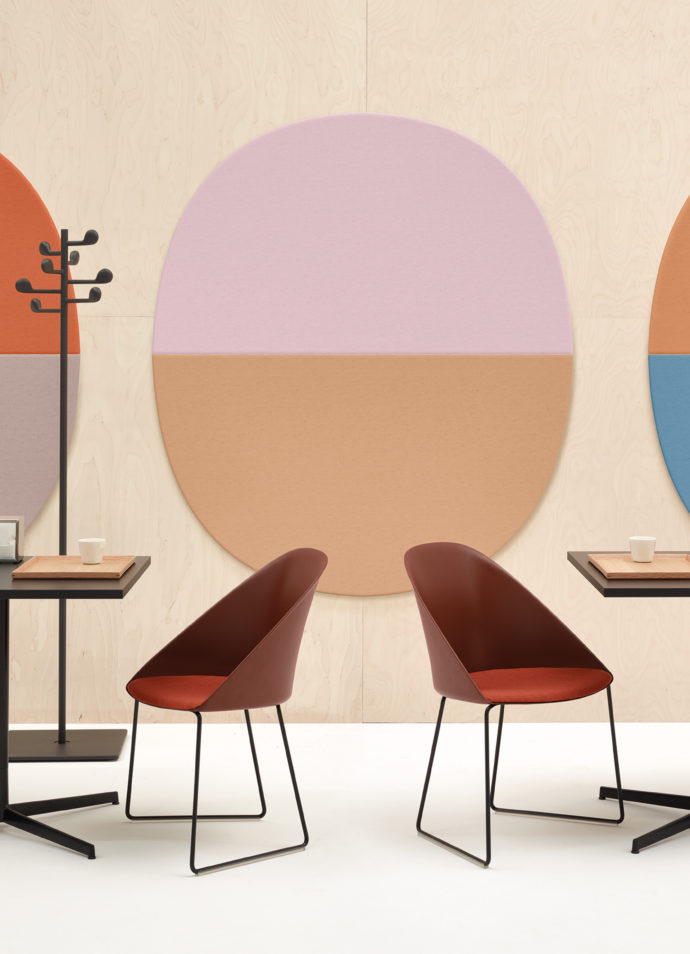 """Thanks to a gentle curve silhouette """"Cila"""" by Arper fits into the own four walls as well as the gastronomy."""