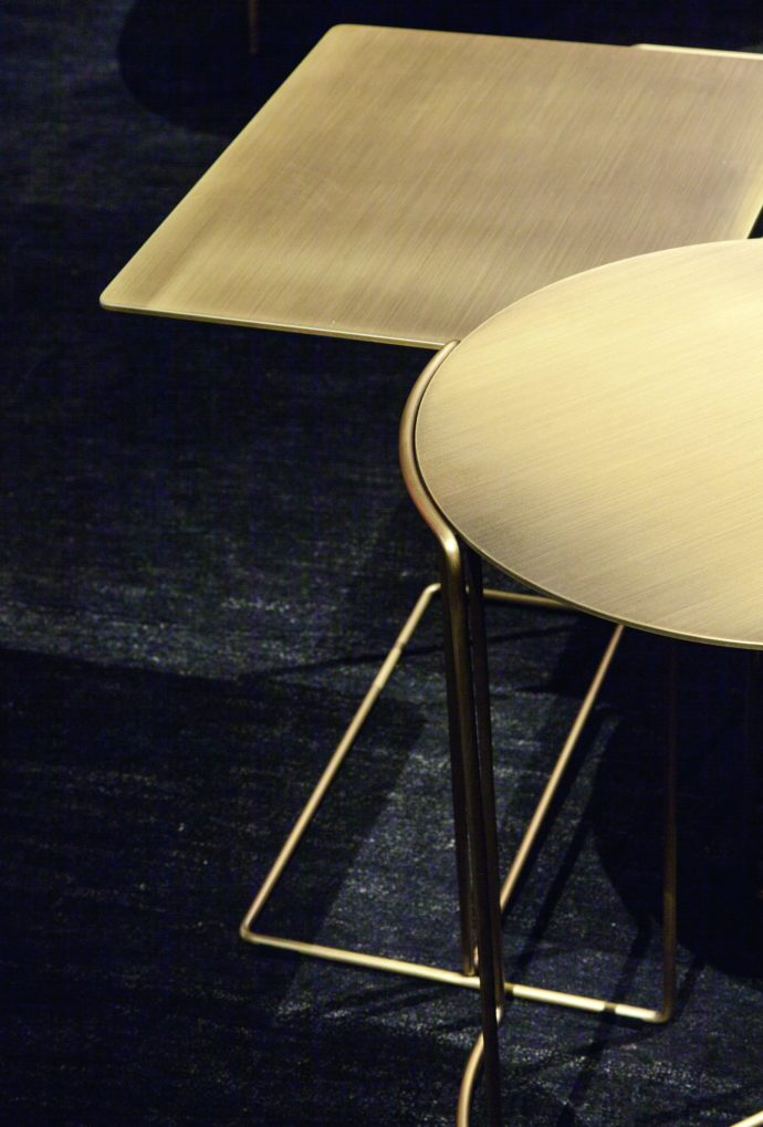 "Metal doesn't always have to be glitzy: Brushed brass is especially popular at present, for example on the side table ""Oki"" by Walter Knoll."
