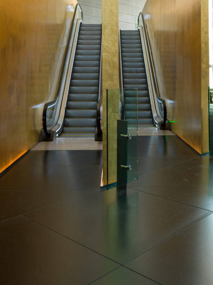Schindler escalators are also used in the Torre Reforma.